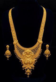 Gold Jewelry Design Catalog Tor Com Dubai Gold Jewelry, Gold Wedding Jewelry, Gold Jewelry Simple, Bridal Jewelry Sets, India Jewelry, Royal Jewelry, Gold Ring Designs, Gold Bangles Design, Gold Jewellery Design