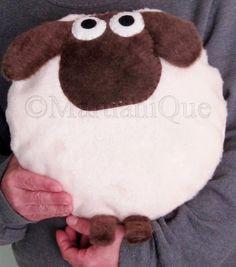 Giorgio la almohada de ovejas por MartianiQue en Etsy