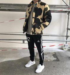 Adidas Ultra Boost. Macho Moda - Blog de Moda Masculina: Adidas Ultra Boost, Dicas de Looks Masculinos com o Sneaker. Sneaker, Tênis Masculino, Moda Masculina, Moda para Homens, Streetwear, Streetwear Masculino, Roupa de Homem. Jaqueta Camuflada, Calça Adidas