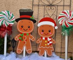 Ginger Bread Mom Christmas Decoration Outdoor Christmas Garland, Gingerbread Christmas Decor, Candy Land Christmas, Disney Christmas Decorations, Christmas Yard Art, Gingerbread Decorations, Christmas Mom, Xmas, Gingerbread Man