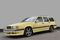 Deze Volvo 850 T5R Estate uit 1995 met de bescheiden kilometerstand 184.797km wordt te koop aangeboden in Nederland via Autoscout24.nl. De Estate in Cream..