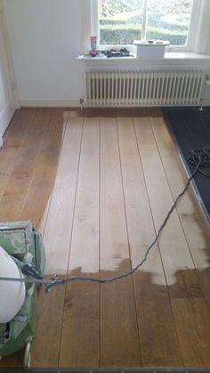 Houten vloer renovatie acacia parket Wood Tools, Room Interior, Tile Floor, Woodworking, Flooring, Living Room, House, Houses, Seeds