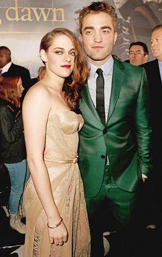 Hermosa se ve Kristen Stewart con Robert Pattinson en la premiere de Twilight: Breaking Dawn Part 2 hoy en Los Angeles
