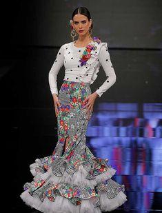 SIMOF 2018: el desfile de De Lunares y Volantes, en fotos / Raúl Doblado Spanish Dress, Spanish Style, Boho Fashion, Fashion Dresses, Womens Fashion, Costumes Around The World, Spanish Fashion, Peplum Dress, Style Inspiration