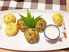 Bärlauchknödel auf Käsesauce - Schmeck's Avocado Egg, Cantaloupe, Eggs, Bread, Fruit, Breakfast, Header, Food, Food And Drinks