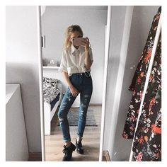 Agata Gładysz 🌸 Famous People, Mom Jeans, Stars, Pants, Instagram, Fashion, Trouser Pants, Moda, Fashion Styles