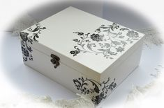 Painted Wooden Boxes, Funky Painted Furniture, Cigar Box Crafts, Face Painting Tutorials, Makeup Box, Beauty Makeup, Abstract Pictures, Decoupage Box, White Acrylic Paint