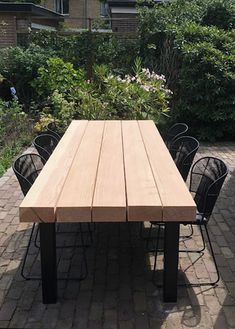 Furniture Projects, Outdoor Furniture, Farmhouse Table Plans, Make A Table, Outside Patio, Outdoor Tables, Outdoor Decor, Concrete Wood, Iron Table