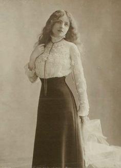 edwardian era blouses at DuckDuckGo Moda Vintage, Vintage Mode, Vintage Girls, 1900s Fashion, Edwardian Fashion, Vintage Fashion, Edwardian Dress, Vintage Outfits, Vintage Dresses