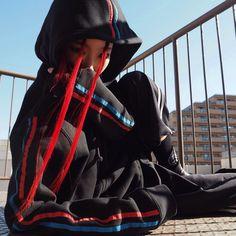 光ってないときこんな感じ。赤青ラインパーカー! #きょうの太陽浴 #theMINDAID #hfractal