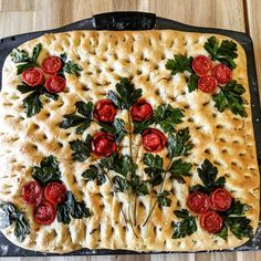 Rosemary Focaccia Bread This is the perfect bread to go along with some pasta or a panini sandwich. This focaccia recipe wi… Focaccia Recipe, Bread Art, Good Food, Yummy Food, Bread Baking, Cooking Recipes, Scd Recipes, Food And Drink, Favorite Recipes