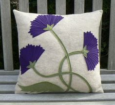 Criarte: ALMOFADAS In order to have a great Modern Garden Decoration, it is beneficial to be ready to accept a … Applique Pillows, Sewing Pillows, Diy Pillows, Cushions, Throw Pillows, Pillow Ideas, Felt Cushion, Felt Pillow, Popsugar