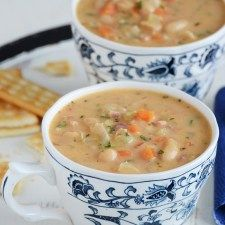 Bean Chowder White Bean Chowder Recipe (Hearty and Satisfying!)White Bean Chowder Recipe (Hearty and Satisfying! Bean Soup Recipes, Chowder Recipes, White Bean Recipes, Chowder Soup, Recipes With White Beans, Recipe For Ham And Bean Soup, Recipes With Ham, Chinese Soup Recipes, Bean And Bacon Soup