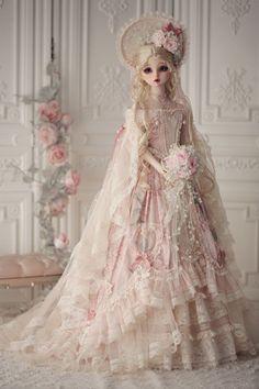 » Show the full-size version. Pretty Dolls, Cute Dolls, Beautiful Dolls, Victorian Dolls, Vintage Dolls, Anniversary Dress, Diy Doll Miniatures, Homemade Dolls, Fairy Clothes
