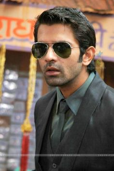 Image from http://img.india-forums.com/images/600x0/300981-barun-sobti.jpg.