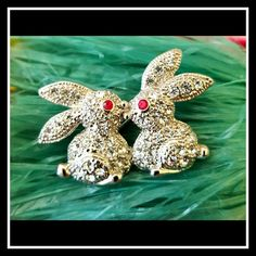 """Vintage Bunnies Kissing Rhinestone Brooch UNIQUE!! GORGEOUS!!  Cute textured Silver tone clear and red rhinestone kissing bunnies brooch!   Great vintage condition!!  Measures: 1 3/8""""x7/8""""    See my other listings for UNIQUE and UNUSUAL accessories! ???????????????????????????????????? Vintage Jewelry Brooches"""