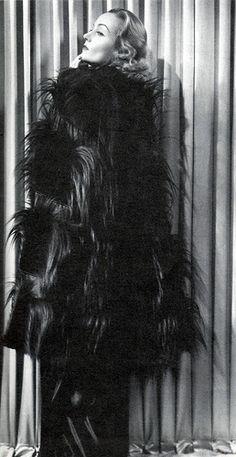 Carole Lombard con un espectacular abrigo de pelo diseñado por TRAVIS BANTON para la comedia Love Before  Breakfast, 1936.
