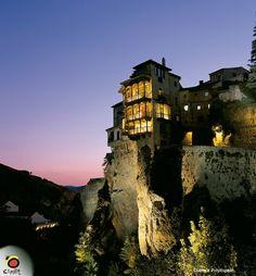One of the hanging houses of Cuenca, Spain.I want to return. Beautiful Buildings, Beautiful Homes, House Beautiful, Cuenca Spain, How To Lean Out, Tourist Spots, Jpg, Pilgrimage, Luxury Travel