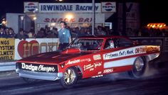 The famed Chi-Town Hustler at Southern California's Irwindale Raceway in with the late Pat Minick at the wheel. Crew chief Austin Coil stands beside the car. Funny Car Drag Racing, Real Racing, Funny Cars, Jungle Jim Liberman, Top Fuel Dragster, Race Engines, Vintage Race Car, Drag Cars, Vintage Humor