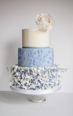 Cake fondant blue wedding cupcakes 68 Ideas for 2019 wedding Cakes fondant Blue Wedding Cupcakes, 3 Tier Wedding Cakes, Wedding Cake Roses, Beautiful Wedding Cakes, Gorgeous Cakes, Wedding Cake Designs, Pretty Cakes, Rose Wedding, Summer Wedding Cakes
