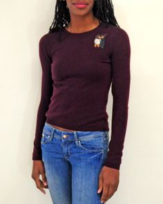 This rich burgundy #cashmere sweater with an adorable needle felted owl is perfect for a cold winter day! Size XS.