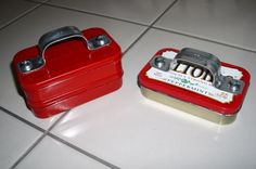 Altoids Tins: Mini Toolbox, Business Card Holder, Bobby Pin Holder, or Paper Clip Holder (might glue a magnet strip at the top and bottom! Tin Can Crafts, Cute Crafts, Diy Crafts, Paper Crafts, Mint Tins, Tin Art, Altered Tins, Altoids Tins, Business Card Holders