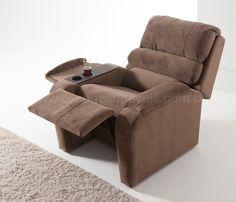 Poltrona Reclinável 960. Cadeira reclinável, com três estágios: o primeiro, fica na posição de sentar, o segundo, o reclino parcial, próprio para leitura ou assistir programações em vídeo ou televisão, o terceiro, é para relaxar e descansar.   Clique aqui para mais detalhes⬇️⬇️⬇️