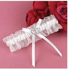 How to make a wedding garter fit for you, and your guests | Bridalwave
