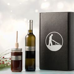 Gift boxes! We have amazing gifts for the all the people in your life who make a difference! Our #blackfriday special is $1 Shipping - go online for more info. #teachergifts #winegift #winelover #napavalleywine #napagift #smallbusiness #bestgiftever🎁 #whattogive #oliveoil #honey #giftsforfriends #giftsforhim #secretsantagift #secretsanta