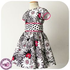 Amanda's Dress - 1 to 10 years - PDF Pattern and Instructions - circle skirt, classic bodice, puffy sleeves, wide sash