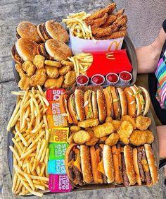 I Love Food, Good Food, Yummy Food, Yummy Snacks, Comida Diy, Sleepover Food, Junk Food Snacks, Food Platters, Food Goals