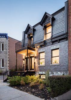 En 2017, les propriétaires ont contacté l'architecte montréalais pour un projet de rénovation hors du commun. Les propriétaires souhaitaient transformer un vieux duplex datant des années 1880 en multi-logements et harmoniser le style original du bâtiment avec un ajout résolument contemporain. Restaurer une maison du 19e siècle tout en conservant le patrimoine et en créant une extension contemporaine à l'arrière, représente tout un défi. Le bâtiment original d'une superficie de 60m2 a été...