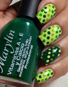 Dotted Green Gradient Manicure