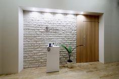 オフィスデザイン実績~異素材のコラボレーション。タイル×木目×クリスタルがマッチした爽やかオフィス