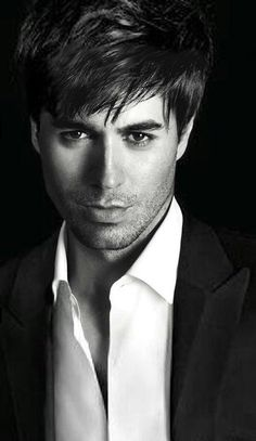 Love his hairstyle. Enrique Iglesias, Harley Quinn Drawing, Moving To Miami, Portraits, Pop Singers, Interesting Faces, Dream Guy, Most Beautiful Man, Attractive Men