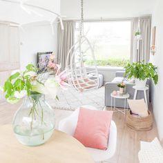Wow! Worden jullie van dit interieur ook zo vrolijk?| #wooninspiratie #woonkamer * * * * Credits: @ellefotografie * * * * #inspiratie #interieur  #meubels #meubel #meubelonline #wonen  #woonaccessoires #design #living #interior #myhome2inspire #interior4you #instahome #styling #livingroom #wooninspiratie #homedeco #homedecoration #homedecor #furnnl #furniture #beautiful #homeandliving #lifestyle #woensdag #wednesday