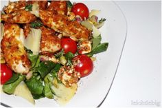 great salad with crunchy and spicy chicken