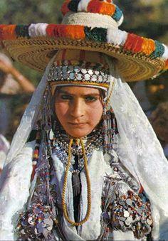 Africa | Young Chaouen woman. Morocco || Scanned postcard; publisher EKTACAP. No 3528