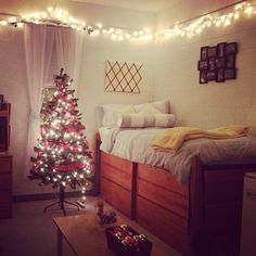 decorating for christmas in a college dorm room can still feel like home!