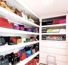 Este closet-stúdio pertence à blogueira, internacionalmente conhecida, Thássia Naves