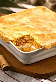 Brazilian parties and events often feature chicken pie. Check out this top saved Pin. Quiches, I Chef, Good Food, Yummy Food, No Salt Recipes, Portuguese Recipes, Pie Dessert, Food Humor, Macaroni And Cheese