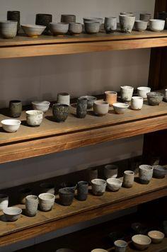 ahhhh.......... toutes ces formes merveilleuses qu'on les   YUNOMI    大谷工作室 展の湯呑