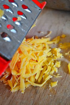 Cheesy Guinness Beef Samosas Mandazi Recipe, Samosa Recipe, Salted Caramel Fudge, Salted Caramels, A Food, Good Food, Beef Curry, Samosas, South African Recipes