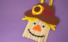 Sprout Halloween Craft: Popsicle Stick Scarecrow www. Autumn Activities For Kids, Holiday Crafts For Kids, Autumn Crafts, Thanksgiving Crafts, Diy Crafts For Kids, Toddler Activities, Craft Ideas, Make A Scarecrow, Scarecrow Crafts