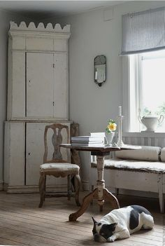 Home Remodel Tips Swedish Gustavian.Home Remodel Tips Swedish Gustavian Country Cottage Interiors, Swedish Interiors, Country Interior, Scandinavian Interior, Scandinavian Design, Luxury Homes Interior, Interior Design, Dining Chair Makeover, Swedish Cottage
