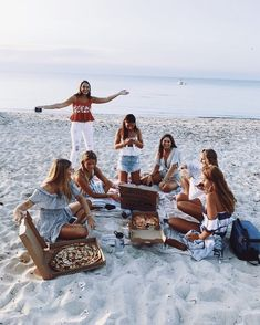 Pizza sand and sunsets with your best friends perfect. Share with your friends - Food Meme - The post Pizza sand and sunsets with your best friends perfect. Share with your friends appeared first on Gag Dad. Bff Pics, Cute Friend Pictures, Best Friend Pictures, Cute Photos, Friend Pics, Couple Pictures, Beautiful Pictures, Shooting Photo Amis, Cute Friends