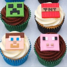 These creatively crafted Minecraft cupakes feature the iconic characters on top of buttercream frosting; a wonderful treat for any Minecraft fan! Minecraft Cupcake Toppers, Minecraft Cupcakes, Minecraft Birthday Cake, Easy Minecraft Cake, Cupcake Piping, Cupcake Cakes, Minecraft Pasta, Cold Stone Cakes, Roblox Cake