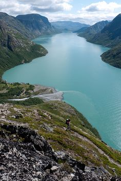 The beautiful Gjende Lake in Jotunheimen National Park, Norway (by mhamrah).