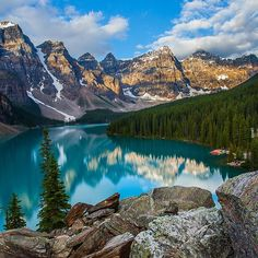 Moraine lake, Banff National Park, Alberta, Canada #morainelake #moraine #lake #banff #banffnationalpark #rockies #canadianrockies #canada #alberta #britishcolumbia #train #landscape #nature #natural #forest #mountain #mountains #nationalpark #travel #trip #traveler #traveling #travelballoons #turismo #tourism #amazing #beautiful #stunning #gorgeous #vacation Banff National Park, National Parks, Moraine Lake, Canadian Rockies, Great Photos, Best Hotels, British Columbia, Places To See, Travel Inspiration