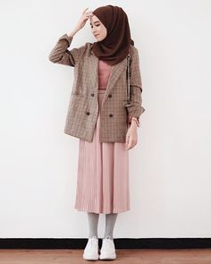 Style Hijab Winter Outfit Ideas 68 New Ideas Hijab Casual, Ootd Hijab, Hijab Dress, Dress Casual, Muslim Fashion, Modest Fashion, Skirt Fashion, Fashion Outfits, Modest Outfits